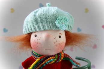 A little mint beret.
